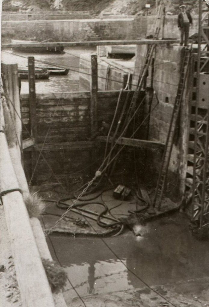 39700 Charlestown Harbour - lock gates