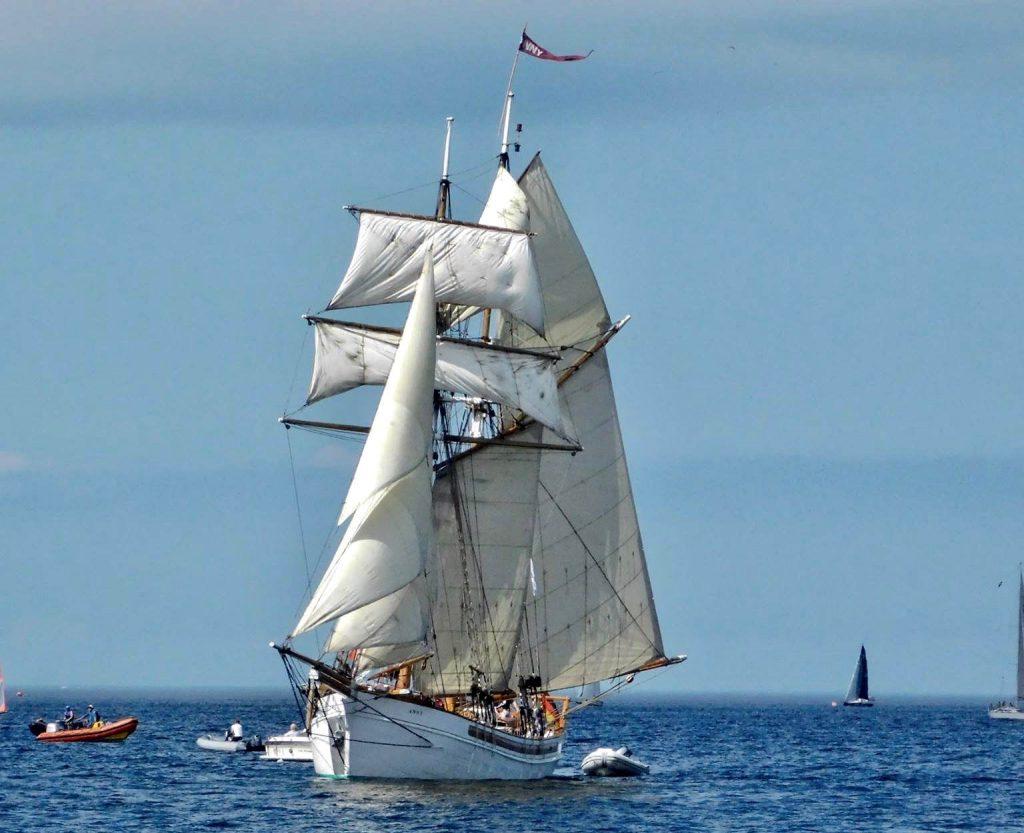 Anny Sailing 1