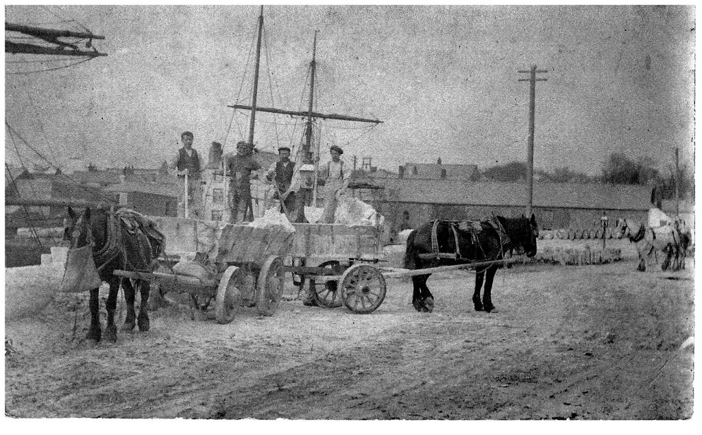 HS394 Unloading wagon at Charlestown